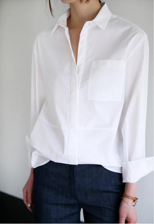 Odjeća_koja_ne_izlazi_iz_mode_bijela_košulja