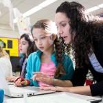 Osnovna škola u Kaliforniji prva uvela stajaće stolove za djecu