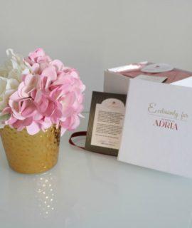 roza hortenzija i bijeli božur