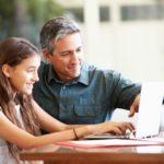 Novo istraživanje pokazalo kako očevi otvorenije pričaju o emocijama sa svojim kćerima, a o postignućima sa sinovima