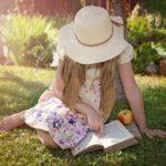 Kako dizajnirati malu knjižnicu u kojoj će djeca htjeti čitati, čak i kod kuće tijekom ljetnih praznika?