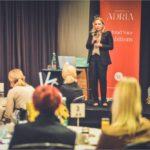 Svjetski poznata dizajnerica i stručnjakinja za branding Iva Babaja na Networking breakfastu objasnila što stoji iza uspješnog brenda i kako dobar dizajn može pomoći razvoju nacionalnih ekonomija