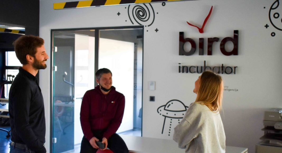 BIRD inkubator